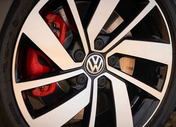 Golf R Brakes With Red Painted Calipers Stand Out In The Sleek 18 Inch Aluminum Alloy Wheels That Are Exclusive To Gli Rear Standard Led