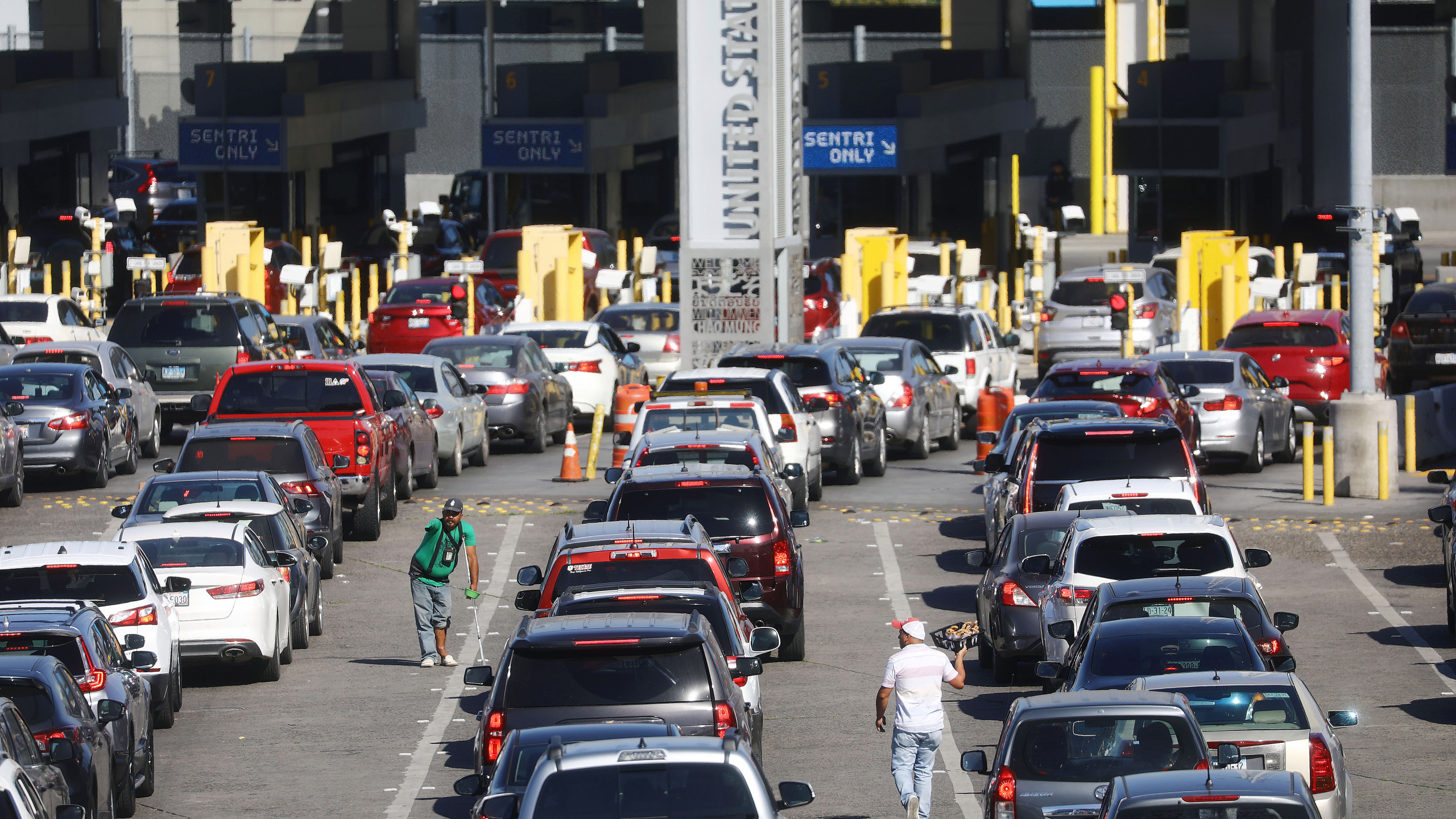 Border officials call for reopening of U.S.-Mexico border to tourists